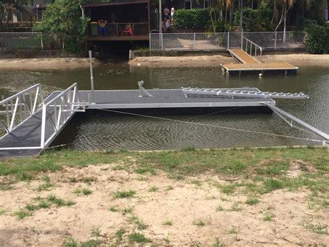 pontoon boats gold coast what is a strut pontoon strut pontoons pontoons aqua