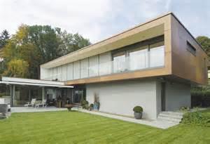 hausfassade weiß anthrazit einfamilienhaus hausfassade farbe wei 195 194 holz rasen