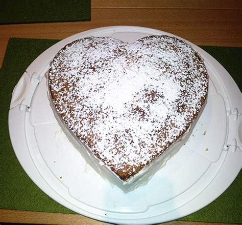 kuchen in herzform verpoorten mascarpone torte in herzform mit himbeeren und