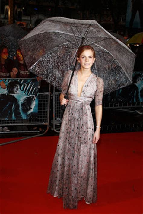 My World Earth: Emma Watson wardrobe malfunction in