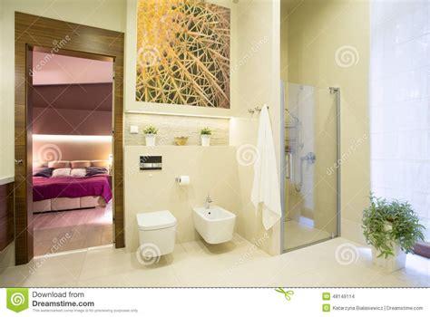 badezimmer im schlafzimmer badezimmer offen auf schlafzimmer stockfoto bild 48149114