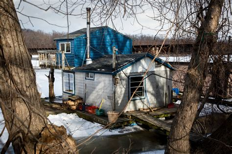 living on a boat on the mississippi river winona houseboat culture s a breeze if you can stay