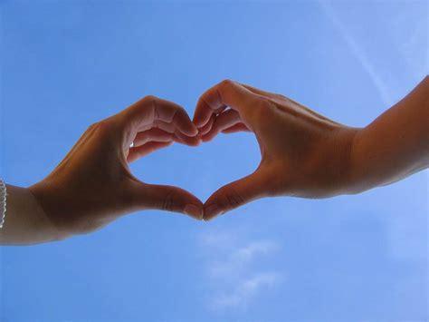 gambar tangan  simbol love cinta