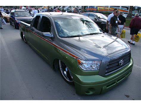 Modified Cars and Trucks: Toyota Tundra Slammed