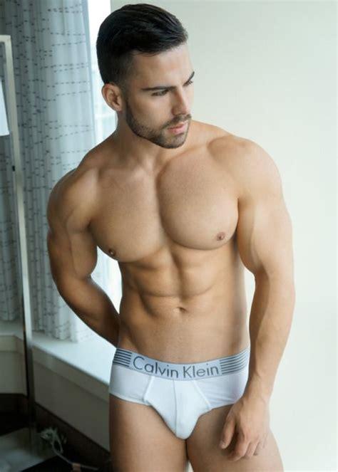 hombres guapos y de buen cuerpo hombres guapos y de bun cuerpo fotos de hombres con m 250 sculos marcados y definidos fotos
