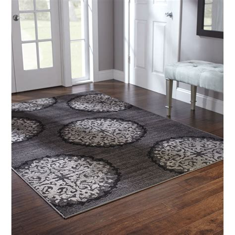 picture  model home  white carpeting   floor