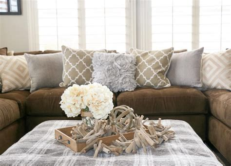 what color pillows for a brown couch light brown couch living room ideas what colour curtains