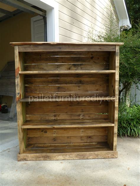 how to make pallet bookshelves pallet bookcase tutorial pallet furniture diy