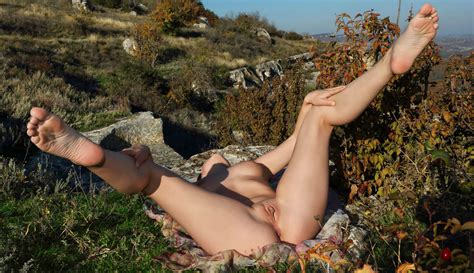 Girl With Big Pussy Posing Naked Outdoors On The Rocks Russian Sexy Girls Sar Ru