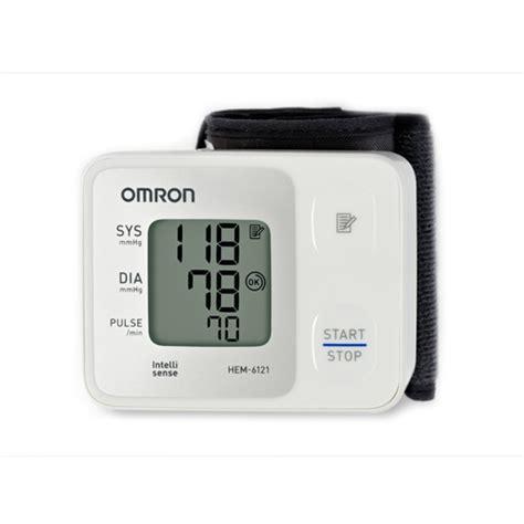 Omron Hem 6121 Tensimeter Pergelangan Tangan L Alat Ukur Tensi Omron tensimeter digital omron hem 6121 apotek riyo