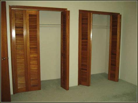 Wood Folding Closet Doors by Folding Closet Doors Home Design Ideas