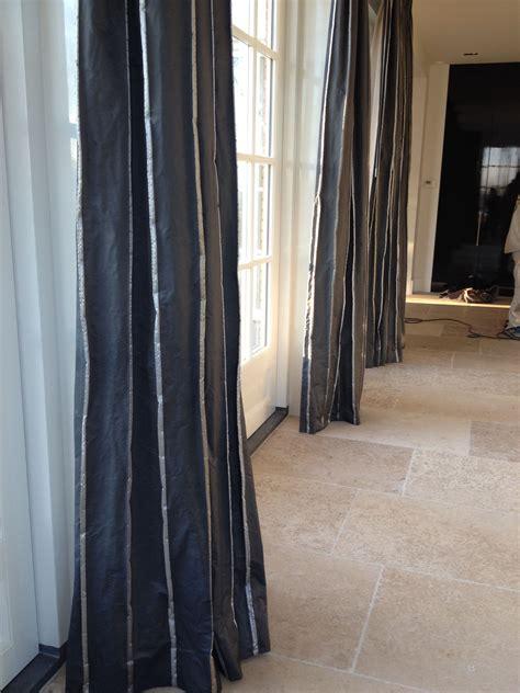 gordijnen antraciet antraciet gordijnen en een vloer met dallen mooie