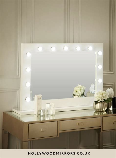 Vanity Desk With Lights by 25 Best Ideas About Mirror With Lights On Makeup Desk With Mirror Makeup Vanity