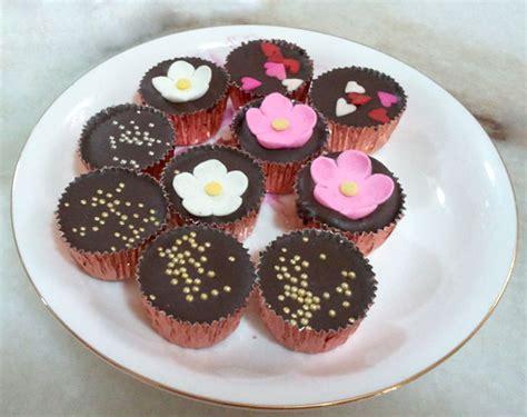 Coklat Bentuk Bunga Kecil coklat yang boleh isi dalam mint tin