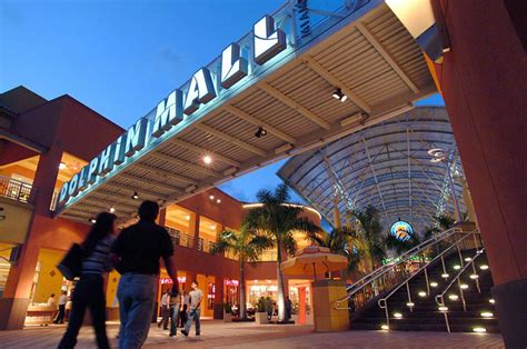 best shopping stores the five best shopping malls in miami miami new times