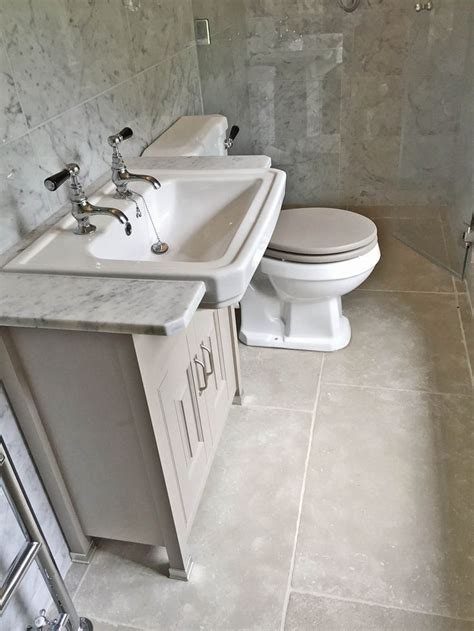 bathroom wall tile ideas http www rebeccacober net 1000 images about bathroom stone floor and wall tiles on