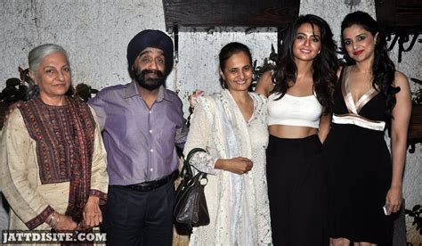 surveen chawla family surveen chawla with his family jattdisite