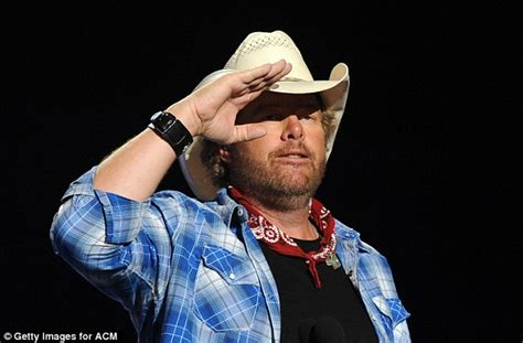 toby keith uk toby keith defends his decision to perform at donald trump