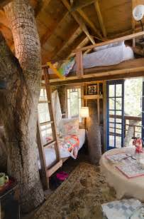 treehouse bedroom the 10 coolest homes in the treetops brit co