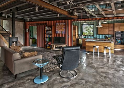 Pole Barn Apartments by Im Containerhaus Wohnen Ein Haus Aus Holz Und Stahl