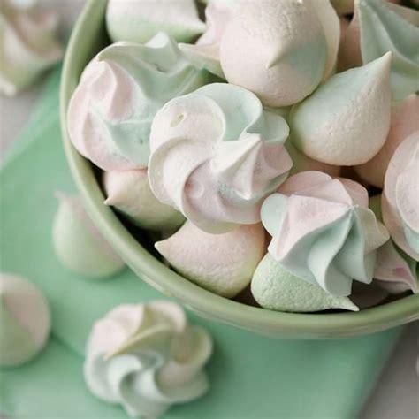 what color is cookie color swirl meringue cookies wilton