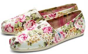 estrella fashion report toms shabby chic collaboration