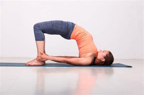 imagenes de hot yoga inici 225 ndote en el yoga 10 posturas b 225 sicas
