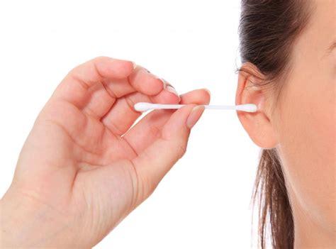 het oor schoonmaken met een wattenstaafje goed of slecht
