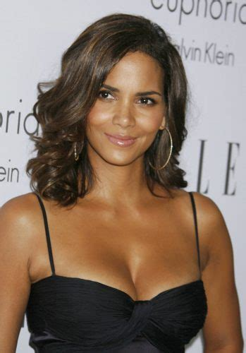 halle berry measurements height weight bra size age
