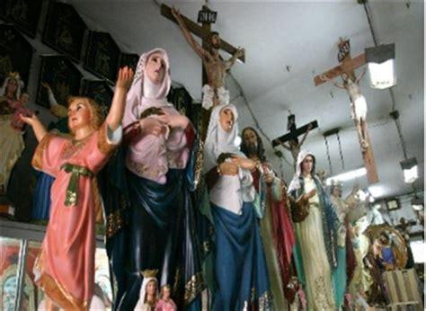 imagenes religiosas catolicas venta lo que m 225 s se vende en la industria religiosa
