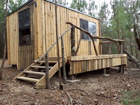 Pallet Cabins by Patio Cabin With Wood Pallets Pallet Ideas Recycled