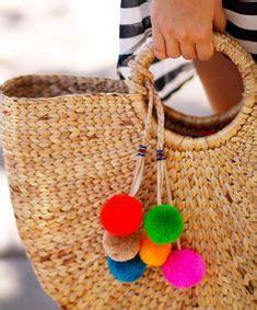 ideas diy customizar bolsos o capazos 10 ideas para customizar bolsos o capazos de mimbre