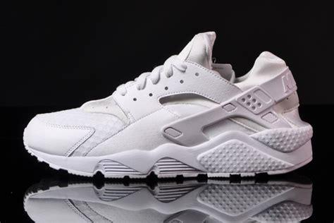 imagenes de zapatos nike huarache nike air huarache quot all white quot sneakernews com