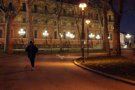 negozi ladari bologna cf illuminazione roma torna l illuminazione nei parchi il