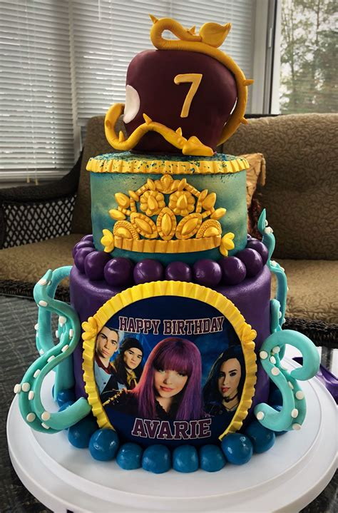 best 25 descendants cake ideas on descendants cake cakes descendants cake 8th birthday cake birhday cake