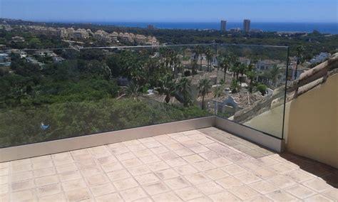 barandilla terraza terraza de cristal barandilla de vidrio con barrotes