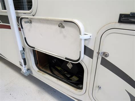 Rv Baggage Door by Camco Rv Baggage Door Catches Colonial White Qty 2
