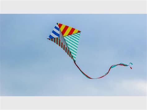 Kite Flying Essay by Essay On Kite Flying Paragraph On Kite In Kite Aquatechnics Biz Essay On Autobiography Of