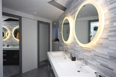 master badezimmerspiegel ideen badspiegel mit beleuchtung im bad inszenieren