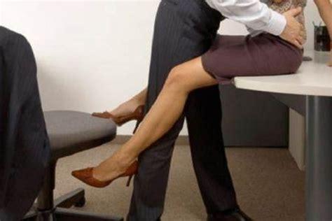scopano in ufficio porti l amante in casa lui commette reato cronaca