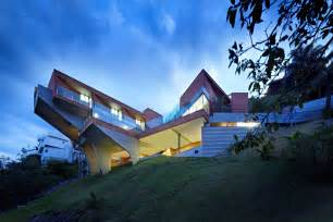 Houses Built On Slopes by Sculptural Concrete House Built On A Steep Slope Modern