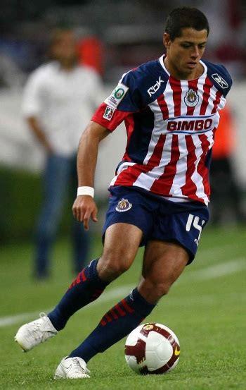 soccer player el chicharito scores   fans