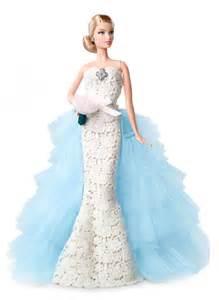 rentas topes ao 2016 first image of the oscar de la renta 2016 barbie doll