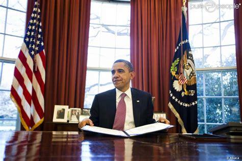 le bureau blanche barack obama dans le c 233 l 232 bre bureau ovale de la maison blanche le 2 mars 2011