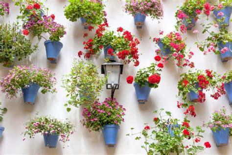 Pot Gantung Dengan Tatakan 15 cara seru menata tanaman hias di dalam ruangan bikin