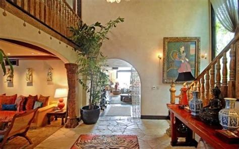 goldie hawn house goldie hawn lists her malibu beach house for 14 749 million photos realtor com 174