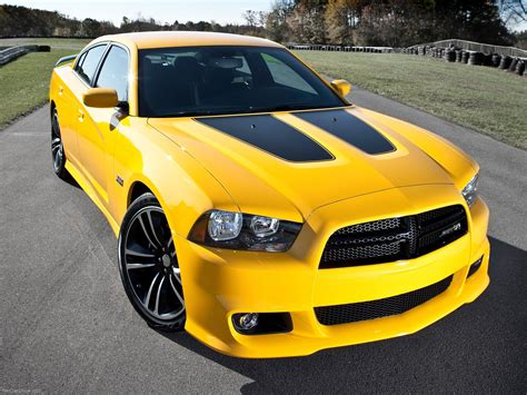 Trac Off Light Toyota Corolla by Dodge Charger Srt8 Super Bee 2012