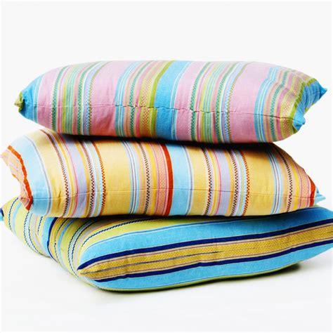 cuscini per dormire bene come scegliere il cuscino giusto i consigli per dormire