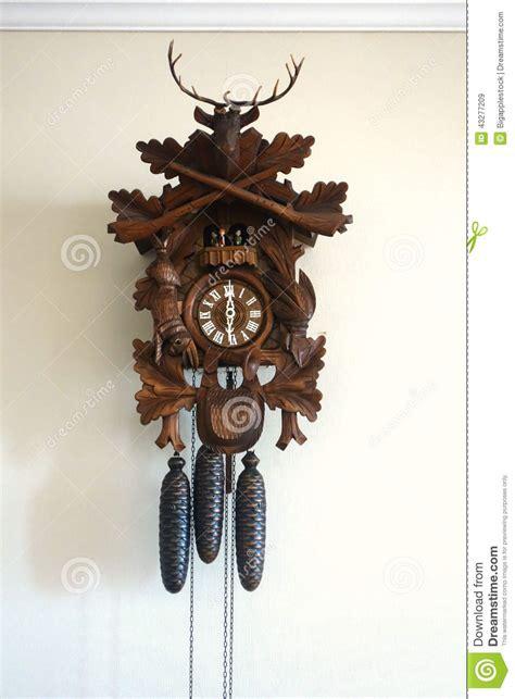 horloge a coucou horloge de coucou en bois photo stock image 43277209