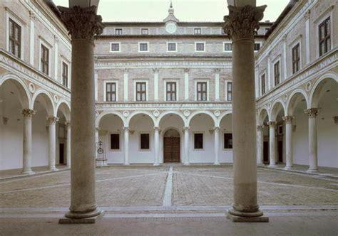 cortile palazzo ducale urbino visita urbino un percorso tra arte storia e natura